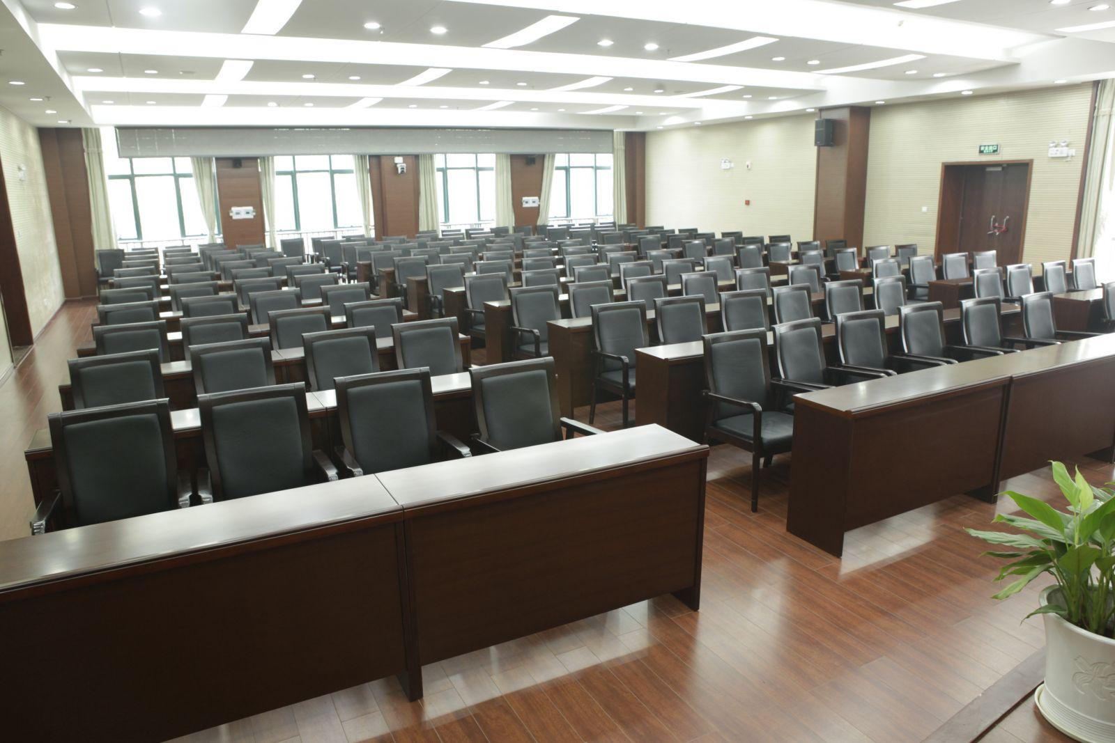 武汉会议桌椅在大型会议厅怎么摆放
